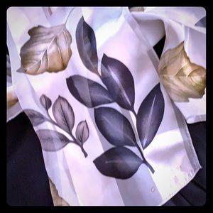 Coach New York scarf. Leaf pattern. 11x57.